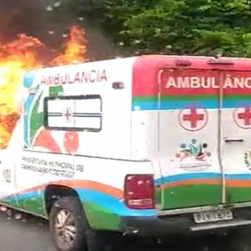 Ambulância que transportava paciente pega fogo no Piauí; ninguém ficou ferido