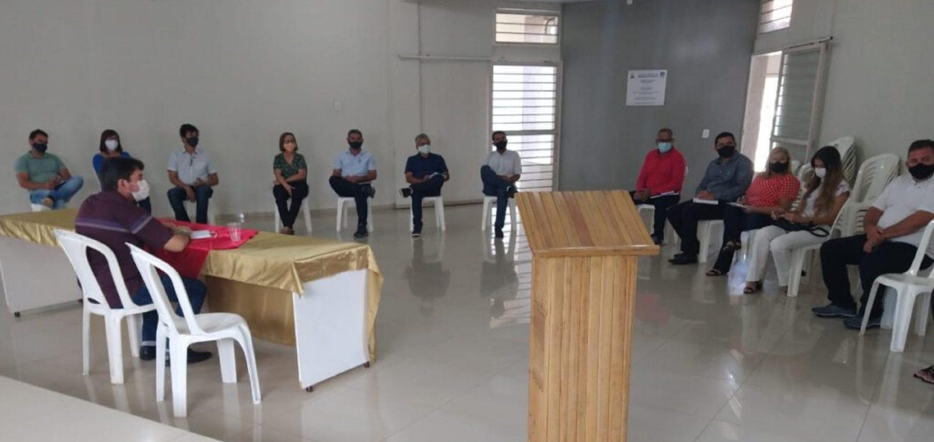 Prefeito de Ipiranga do Piauí reúne secretariado para planejar ações de seu governo