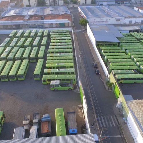 Motoristas e cobradores de ônibus paralisam atividades em Teresina e reivindicam pagamentos