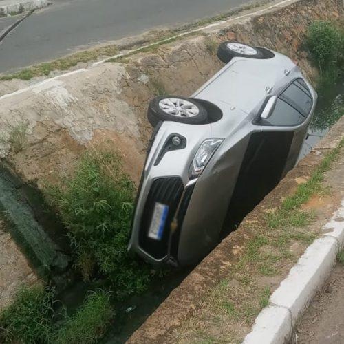 Motorista é 'fechado' por moto e cai em galeria no Piauí