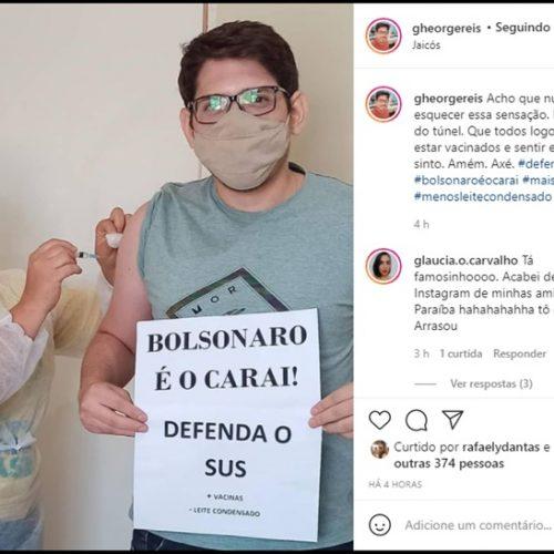 Fisioterapeuta protesta contra Bolsonaro e em favor do SUS ao ser vacinado contra Covid em Jaicós