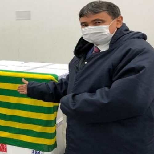 Governador Wellington Dias recebe primeiro lote de vacinas contra a COVID-19