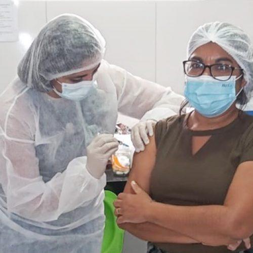 Geminiano recebe vacina contra a Covid-19 e imuniza primeiros profissionais