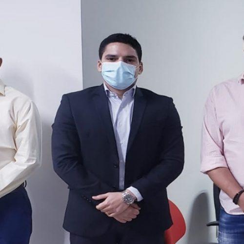 Dr. Carlim e Pablo Santosse reúnem com diretor do IDEPI e tratam sobre obras de infraestrutura para Vera Mendes