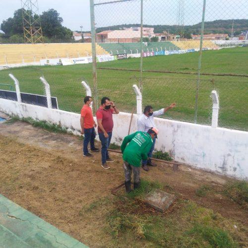 Prefeitura de Picos inicia reforma do Estádio Municipal Helvídio Nunes