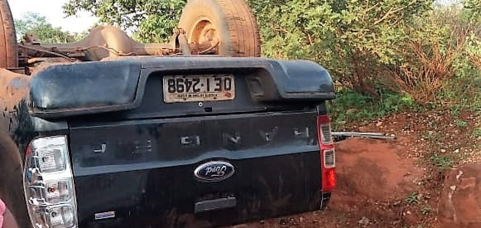 Motorista perde controle e capota caminhonete na estrada que liga Santo Antônio de Lisboa a Bocaina
