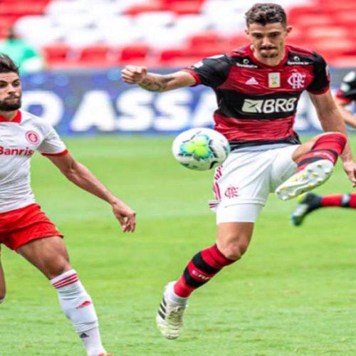 Flamengo vira sobre o Inter no Maracanã e assume a liderança do Brasileirão