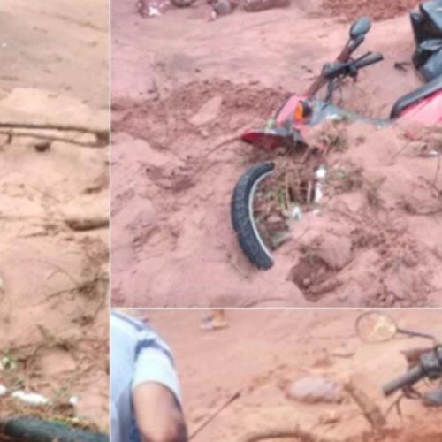 """Homem tem moto arrastada por enxurrada no Piauí: """"Subi em uma pedra"""""""