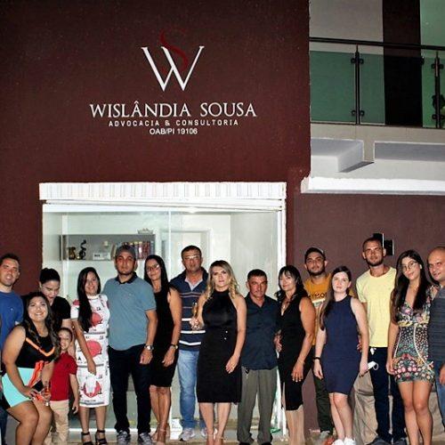 Escritório Wislândia Sousa Advocacia & Consultoria é inaugurado em Picos com a presença de familiares e amigos. Conheça!