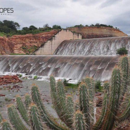 Dois açudes do Dnocs atingem limite máximo no Piauí e transbordam