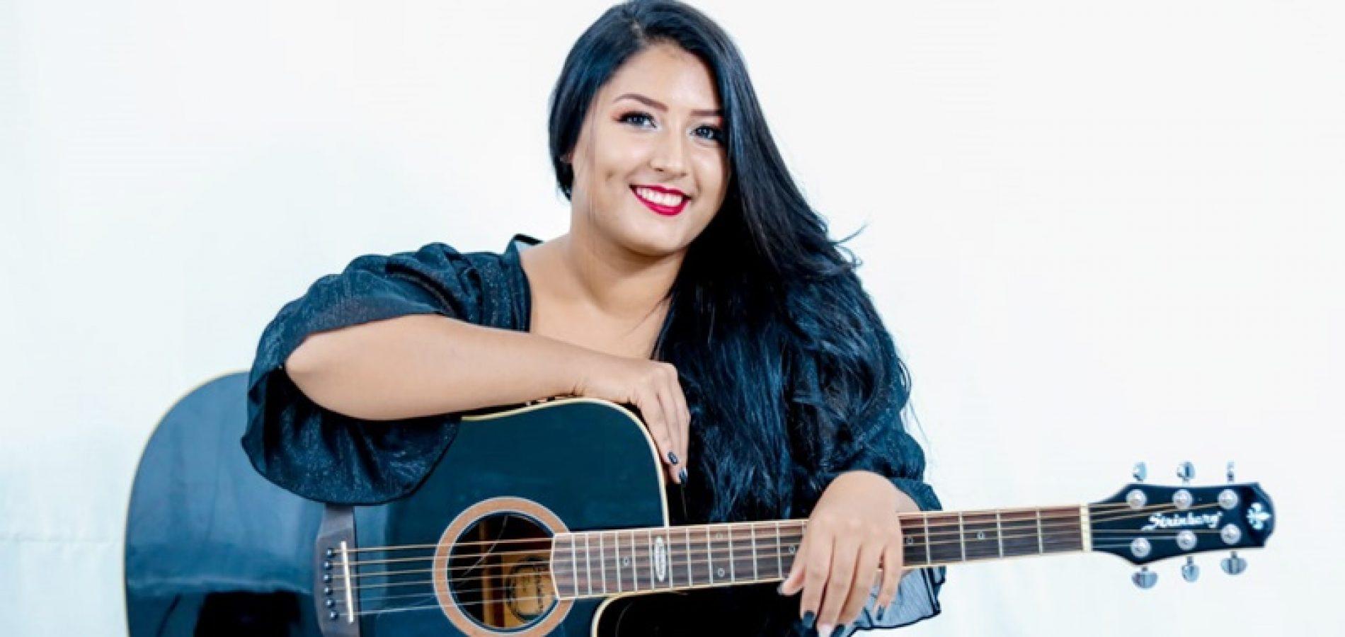 Cantora jaicoense Taienne Carvalho fará live no dia 27 de março