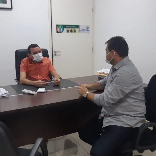 Em Teresina, prefeito Valdinar reivindica equipamentos para Centro de Fisioterapia de Padre Marcos