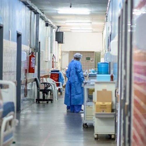 Todos os hospitais do interior estão com 100% das UTIs lotadas; 64 pacientes esperam leitos