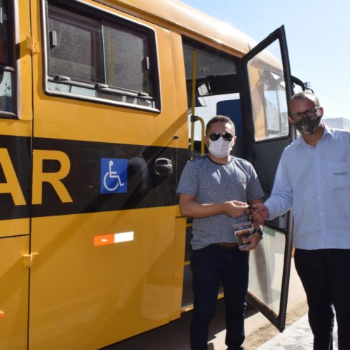 Padre Marcos adquire novo ônibus para o transporte de alunos