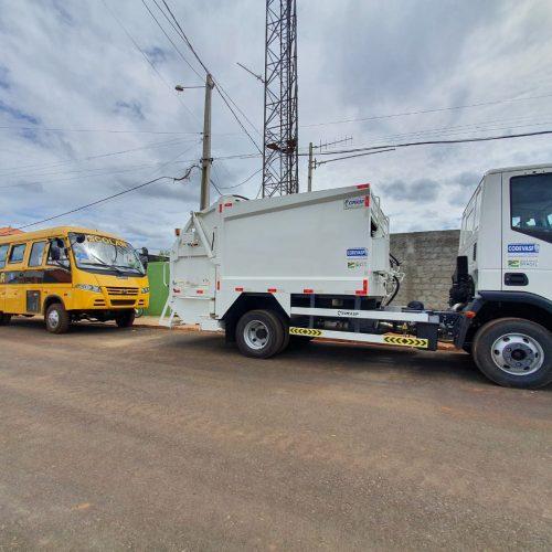 GEMINIANO   Prefeito Erculano entrega ônibus escolar e caminhão compactador