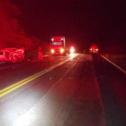 Colisão entre carro e carreta mata jovem de 27 anos na BR-316 em Inhuma