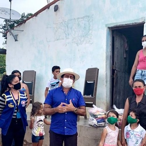 Gestão do prefeito Eudes contempla famílias com 2.500 kg de peixes e mais de 900 cestas de alimentos em Fronteiras; fotos