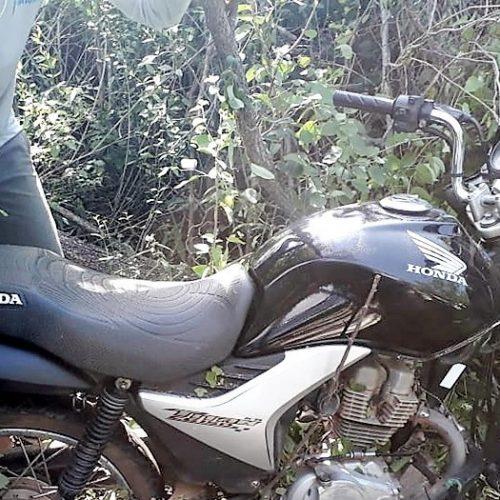 Polícia localiza 03 motos roubadas que estavam escondidas dentro de matagal em Marcolândia
