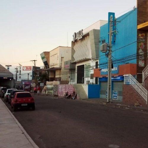 Prefeitura de Picos organiza espaços públicos e Secretaria de Desenvolvimento muda trailers da Félix Pacheco de lugar