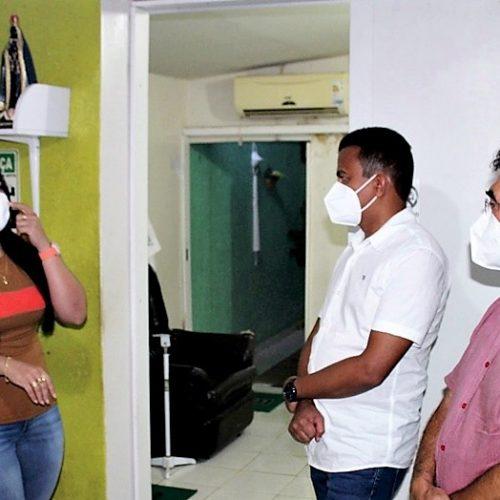 1º laboratório de Alagoinha com exames pelo SUS, já beneficiou cerca de 400 pessoas; prefeito e deputados fazem visitas