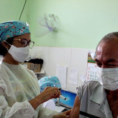 Saúde de Bocaina vacina portadores de comorbidades com idades entre 55 e 59 anos; fotos