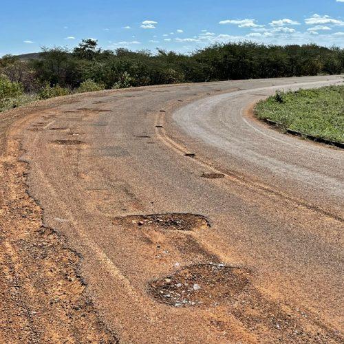 Governo paralisa a recuperação do asfalto entre Simões, Caridade e Curral Novo antes de concluir; veja como está
