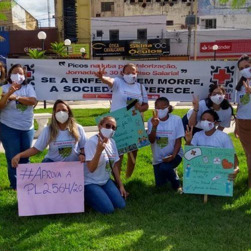 PICOS | Profissionais de enfermagem realizam manifestação e cobram aprovação de piso salarial