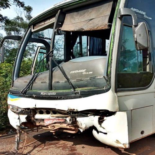 Colisão frontal entre ônibus e caminhão deixa feridos no Norte do Piauí