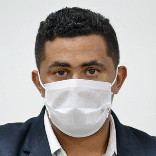 JAICÓS | Vereador Messias Porteira pede colocação de quebra-molas em frente à Praça Dedé Santana