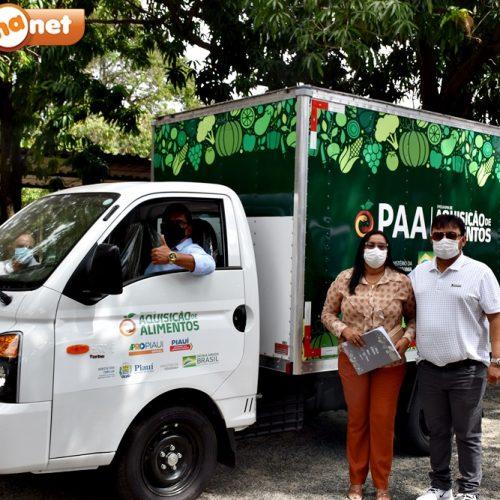 Prefeita Lilian recebe caminhão para apoio à agricultura familiar de Alegrete do Piauí