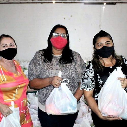 Educação de Alegrete distribui 900 kits de merenda escolar para famílias de alunos; fotos
