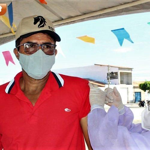 ALEGRETE | Vacinação contra a Covid-19 contempla comerciantes e pessoas de 55 a 59 anos; fotos