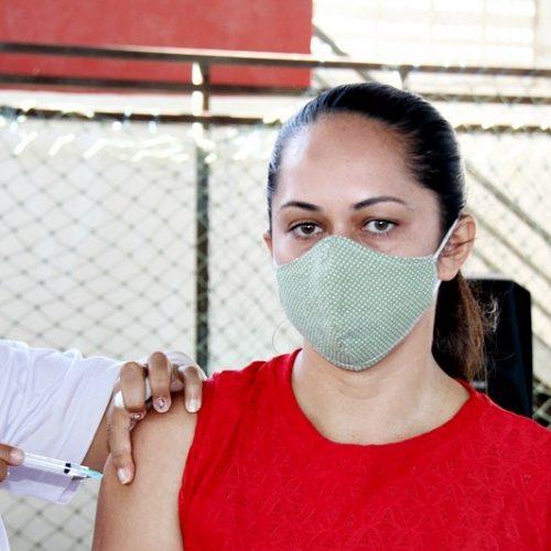 Vila Nova do Piauí inicia vacinação contra a Covid em professores da rede municipal e estadual