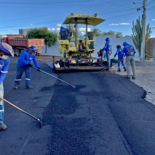 Simões avança com a realização de obras infraestruturantes em diversas áreas; 'O trabalho não para', diz prefeito