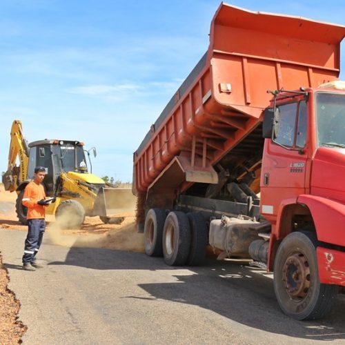 Governo inicia a recuperação do asfalto da PI 243, em Belém do Piauí