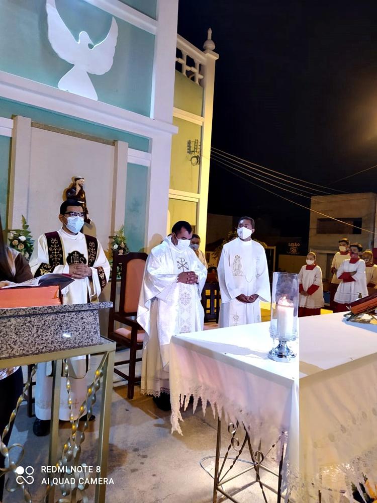 Padre Ferdiran, padre Edivaldo e o diácono Aleff